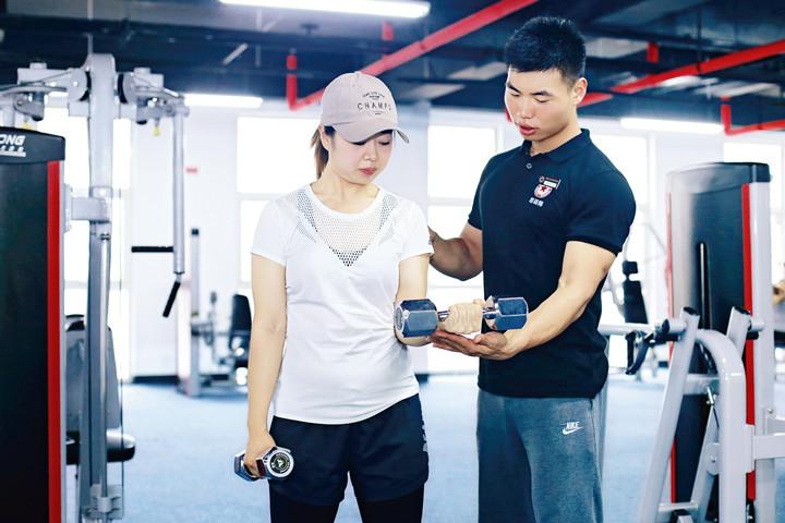 考健身教练证需要花多少钱?要注意什么?